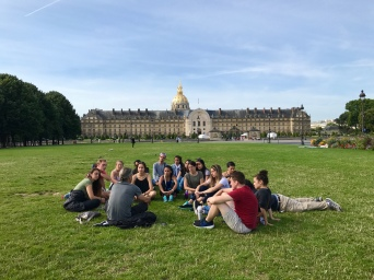 Professor Bailly of FIU lectures in front of Les Invalides in Paris (Photo by Stephanie Sepulveda (CC BY 4.0)
