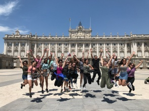 FIU España 2017 class in front of the Palacio Real in Madrid (Photo by Stephanie Sepulveda CC BY 4.0)