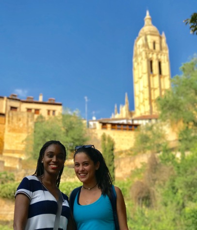 Brianna Rawls and Lauren Lopez of FIU hike in Segovia. (Photo by JW Bailly CC BY 4.0)