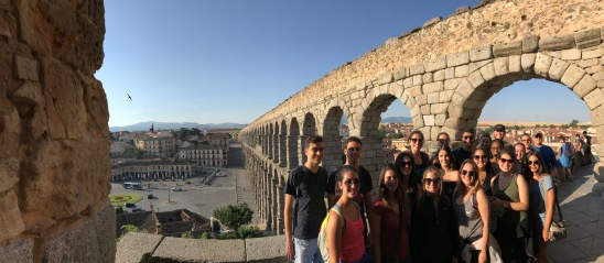 FIU España 2017 in front of the Aqueduct of Segovia. (Photo by JW Bailly CC BY 4.0)