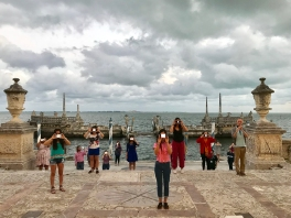 FIU Honors participating in a performance by Ofri Cnaani at Vizcaya Museum and Gardens (Photo by JW Bailly CC BY 4.0)