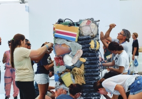 "A&V 2017-2018 students working on Gordon Matta-Clark's ""Garbage Wall"" at UNTITLED Miami Beach (Photo © Galina Abdel Aziz (CC by 4.0))"