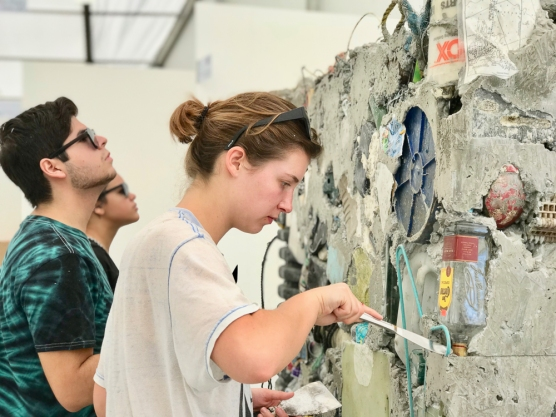 "A&V 2017-2018 working on Gordon Matta-Clark's ""Garbage Wall"" at UNTITLED Miami Beach © John William Bailly (CC by 4.0)"