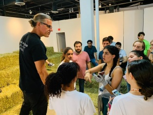 ASC 2018-2019 working on Robert Chambers's Hay Installation at the Bakehouse Art Complex © Liliana Fonte (CC by 4.0)