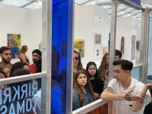 Jacob Nguyen of The LeRoy Neiman Center for Print Studies at Columbia University explains their experience at the fair © Liliana Fonte