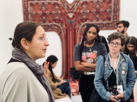 Nina Levent of Sapar Contemporary describes to students the various pieces featured in the gallery © Liliana Fonte