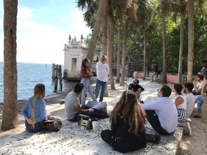 FIU Honors students partaking in a Civic Dinner event at Vizcaya Museum and Gardens © Silvina Di Pietro (CC by 4.0)