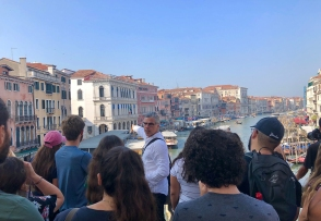 Prof JW Bailly of FIU lectures on the Rialto Bridge. (Photo by Victoria Atencio CC by 4.0)
