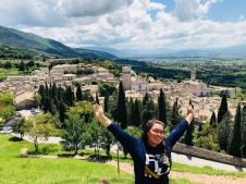 Kassandra Cuero of FIU stands above Assisi (Photo by JW Bailly CC by 4.0)